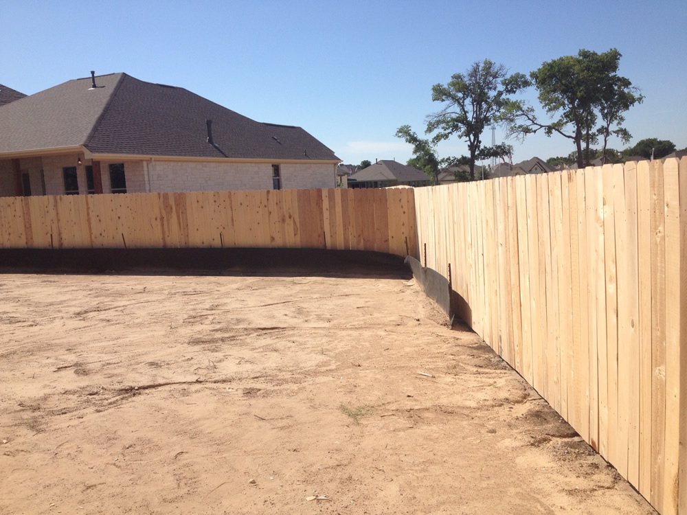 Fence-in-Cedar-Park-Before-Stain-Fierro-Painting